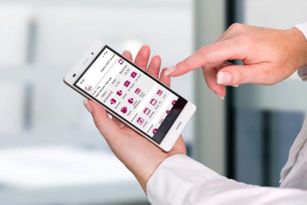AVERO Zeiterfassungsapp auf einem Smartphone