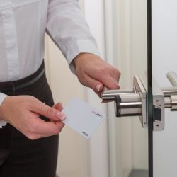 Zugangskontrolle mit elektronischem Schließzylinder