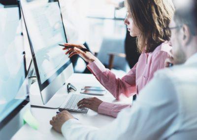 Ratgeber Gleitzeit - 2 Mitarbeiter am PC