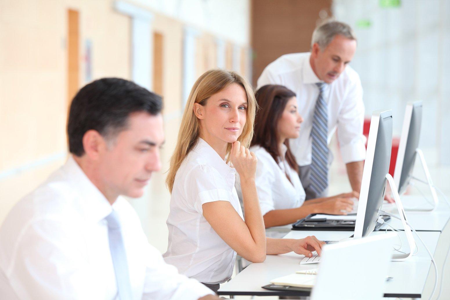 Mitarbeiter bei Schulung am PC